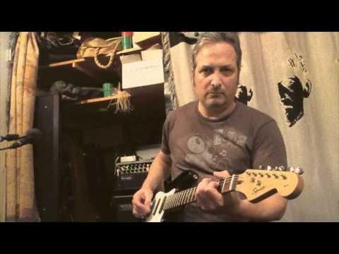 Fender Squier Mini Strat 2015 demo by Rick Cuevas