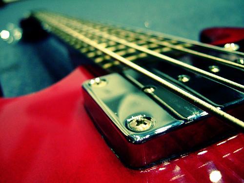 best bass strings for slap and pop, best strings for slap bass, best bass strings for slap, best slap bass strings